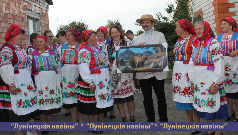 Photo of В Дятловичах на сельском подворье звучали народные песни и аплодисменты зрителей