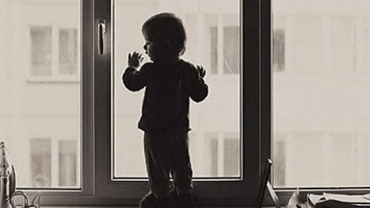 Photo of Ребенок выпал из окна детского сада