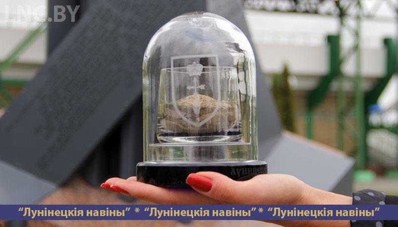 Photo of Капсула с землей из памятных мест уедет в Брест