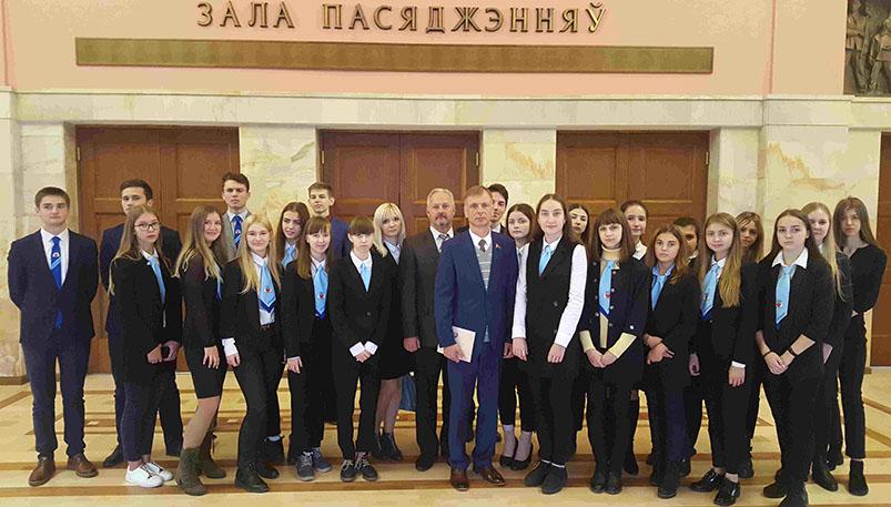 Photo of Учащиеся гимназии им. Недведского посетили Минск с экскурсией