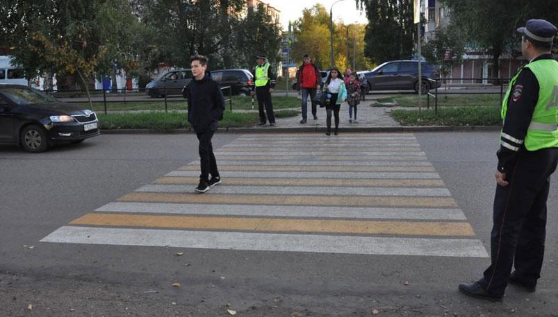 Photo of На пешеходных переходах – сотрудники Госавтоинспекции