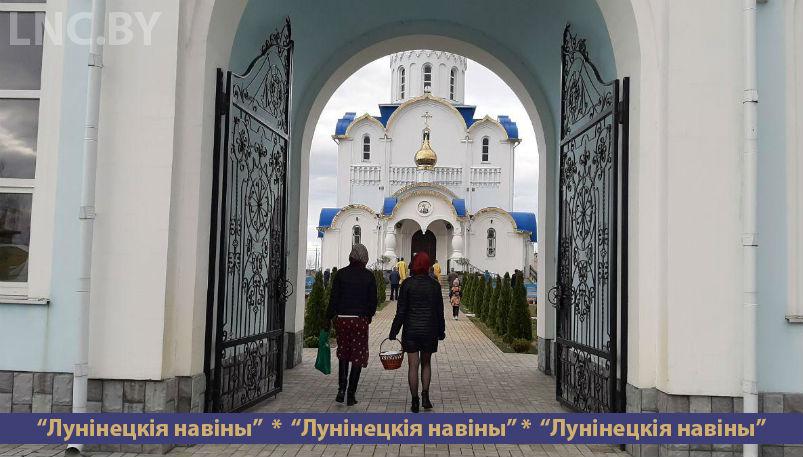 Photo of Освятить куличи в храме пришли немногие