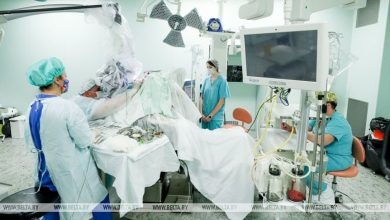 Photo of Белорусские медики провели сверхсложную операцию у пациента с опухолью внутри спинного мозга