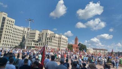 Photo of На площади Независимости в Минске люди собрались на митинг в поддержку мира и спокойствия в Беларуси