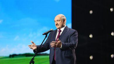 """Photo of Лукашенко неожиданно приехал на женский форум """"За Беларусь"""""""