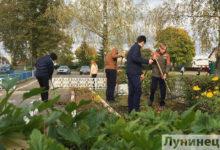 Photo of Фотофакт. Активисты БРСМ навели порядок на территории памятников в Лунине