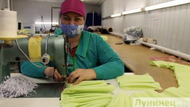 Photo of В швейном цехе райпо наладили производство масок