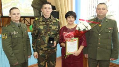 Photo of Подарок от Министра обороны Республики Беларусь получил уроженец Лунинетчины