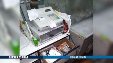 Photo of Двое жителей Микашевич проникли ночью в продуктовый магазин