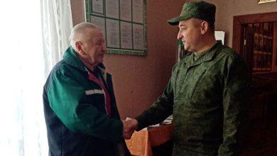 Photo of Фотофакт. Накануне Дня Победы военный комиссар посещает ветеранов ВОВ
