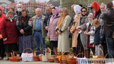 Photo of Фотофакт. Верующие освящают пасхальную трапезу
