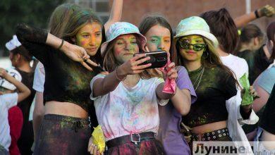 Photo of Фоторепортаж. В Лунинце отметили День молодежи и студенчества