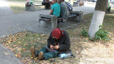 Photo of В привокзальном сквере живет «бездомная» старушка…