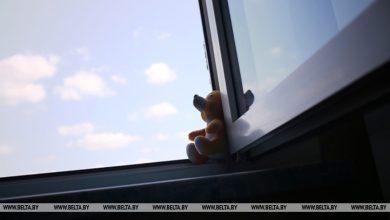 Photo of В Ляховичах двухлетний мальчик выпал из окна на третьем этаже