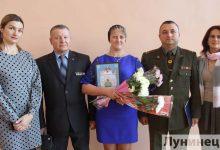 Photo of Мамам троих военнослужащих Лунинетчины вручили Благодарственные письма